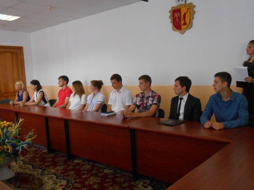 В Днепродзержинском горсовете поздравляли молодежь (фото) - фото 10