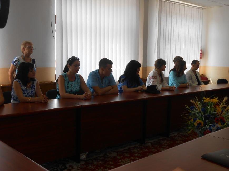 В Днепродзержинском горсовете поздравляли молодежь (фото) - фото 2