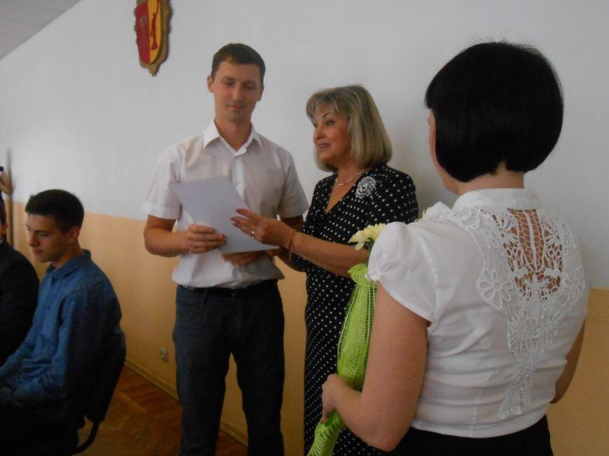 В Днепродзержинском горсовете поздравляли молодежь (фото) - фото 6