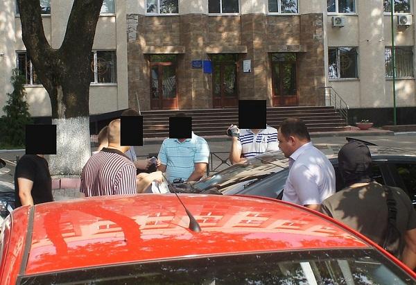 В Николаеве на крупной взятке попался налоговый инспектор (ФОТО) (фото) - фото 4