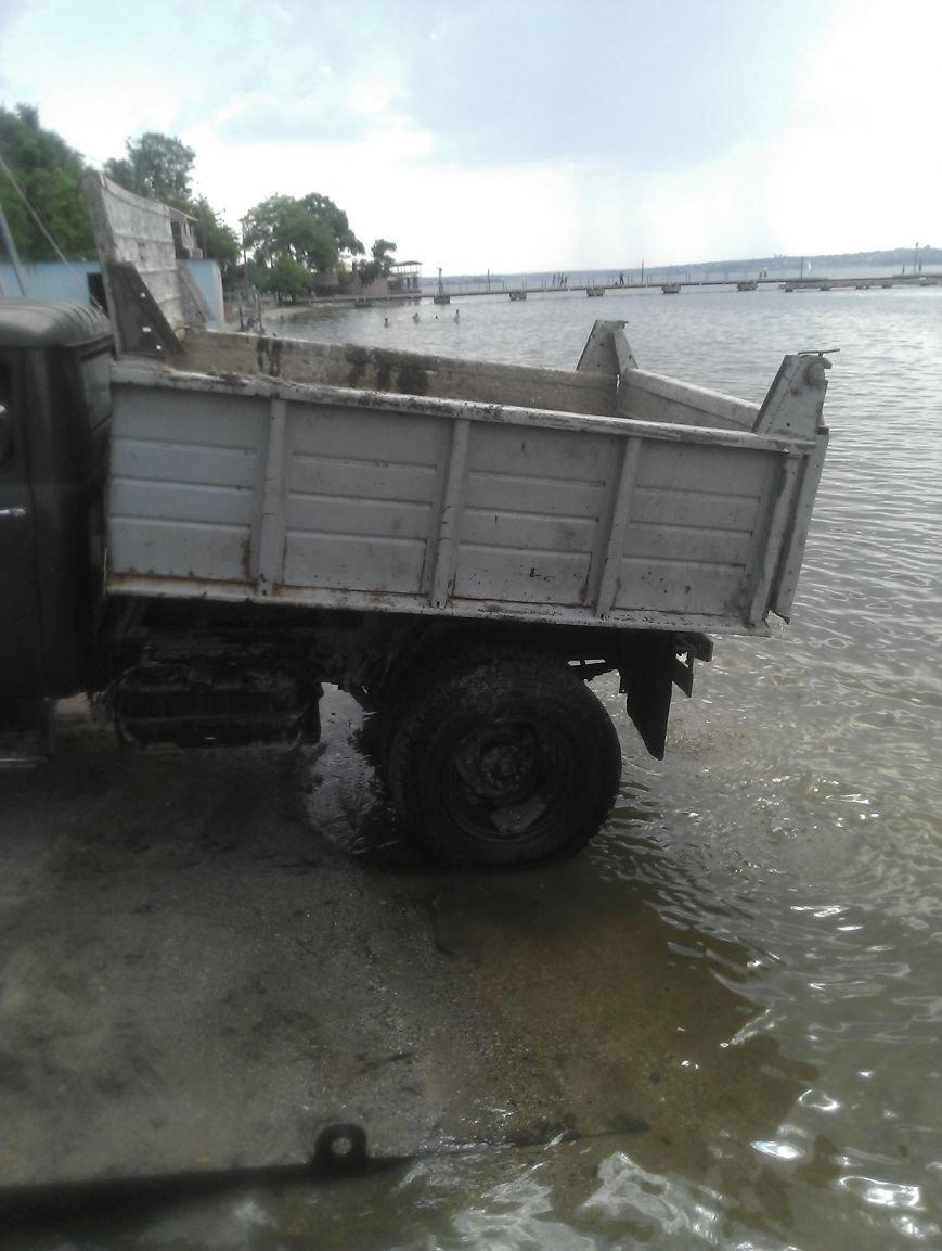 Находчивые николаевцы пытались украсть песок с яхт-клуба (ФОТО) (фото) - фото 1