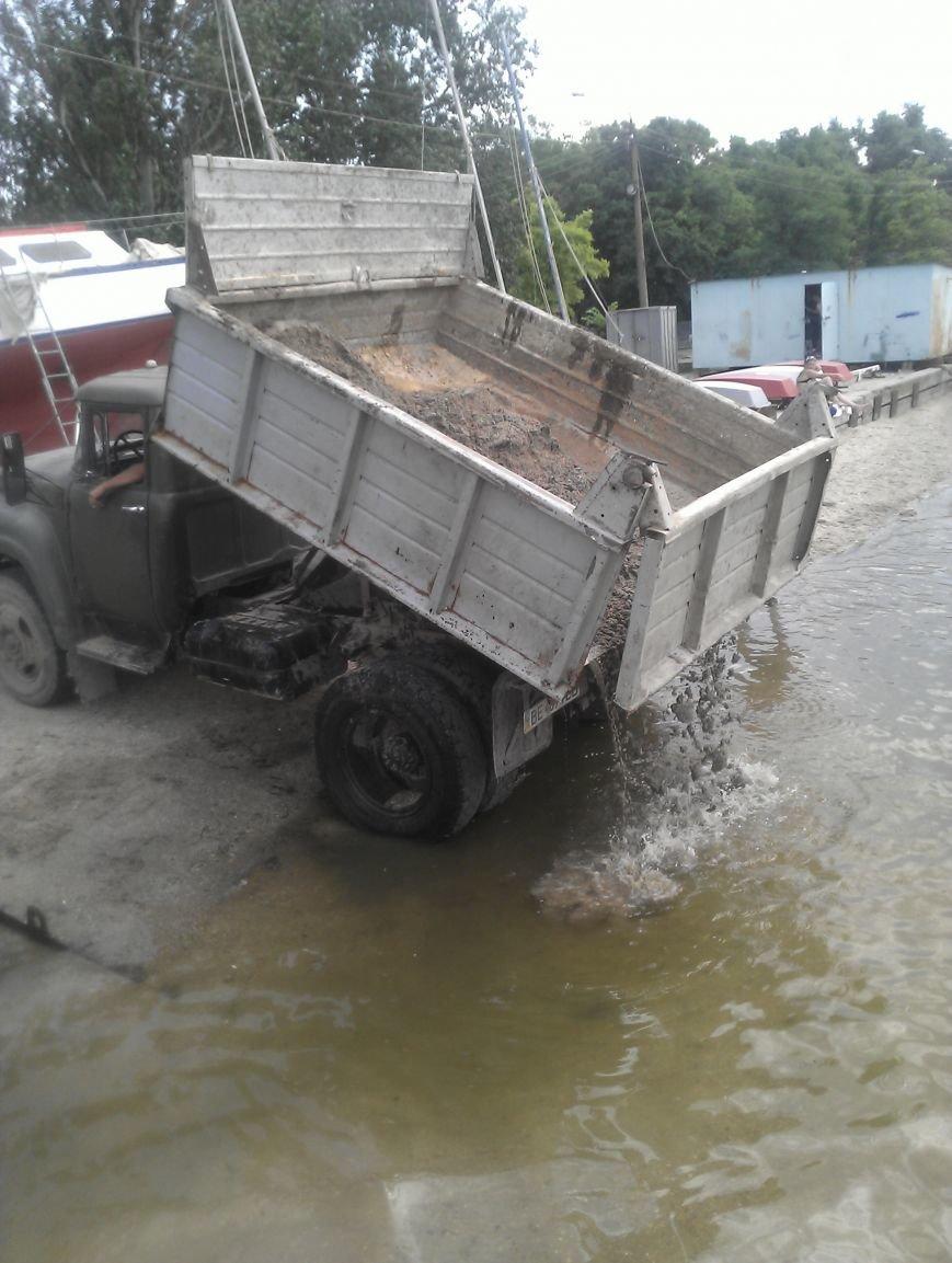 Находчивые николаевцы пытались украсть песок с яхт-клуба (ФОТО) (фото) - фото 2