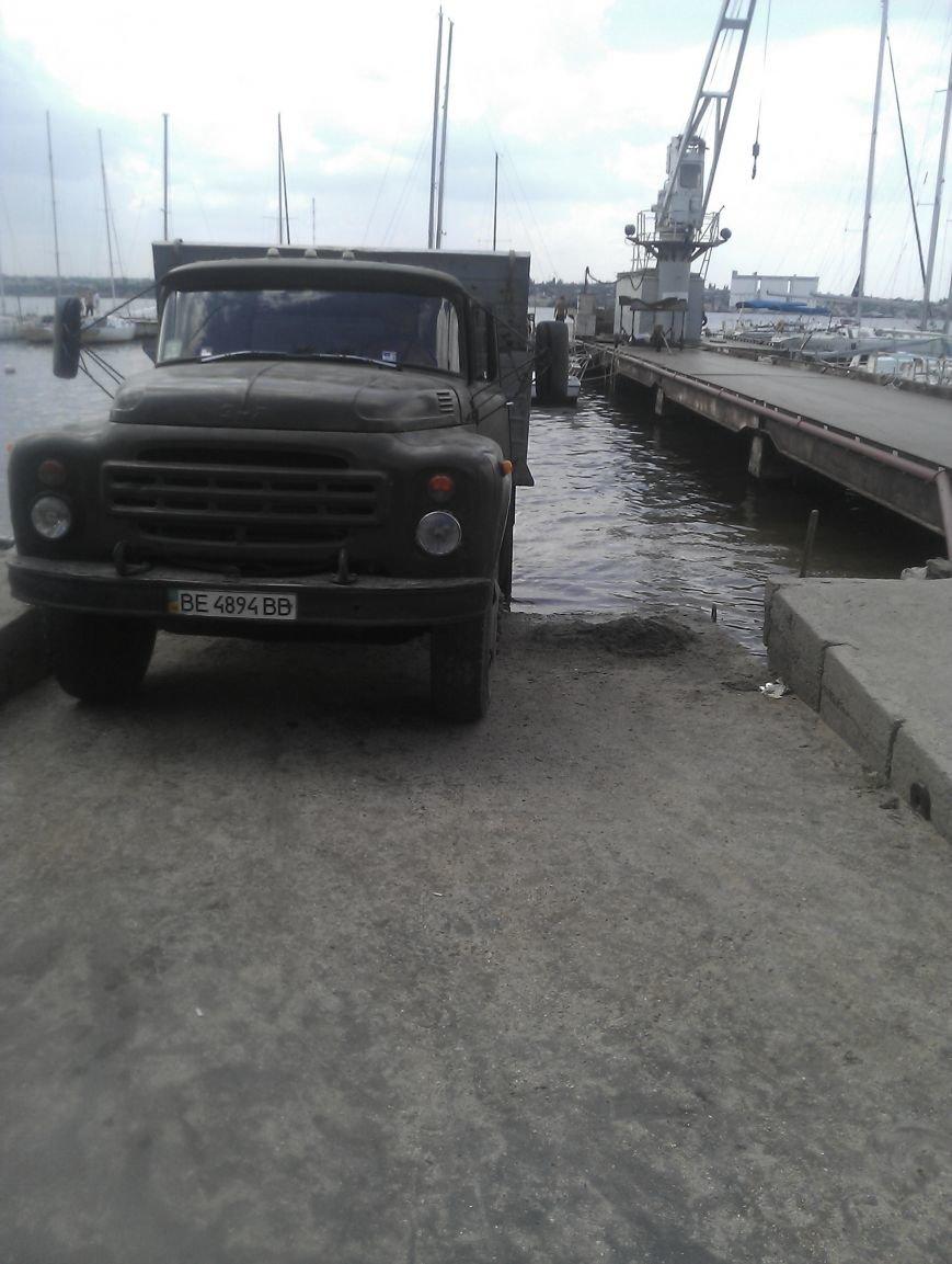 Находчивые николаевцы пытались украсть песок с яхт-клуба (ФОТО) (фото) - фото 3
