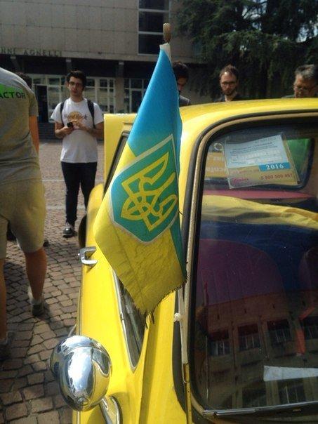 Одесский патриотический «Запорожец» покорил  сердца зрителей международного  ралли (ФОТО) (фото) - фото 1