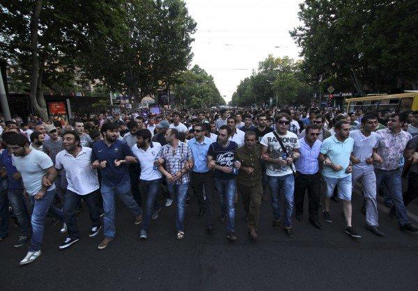 Участники «Майдана» в Ереване: мы не разойдемся, пока наше требование не будет выполнено (фото) - фото 1