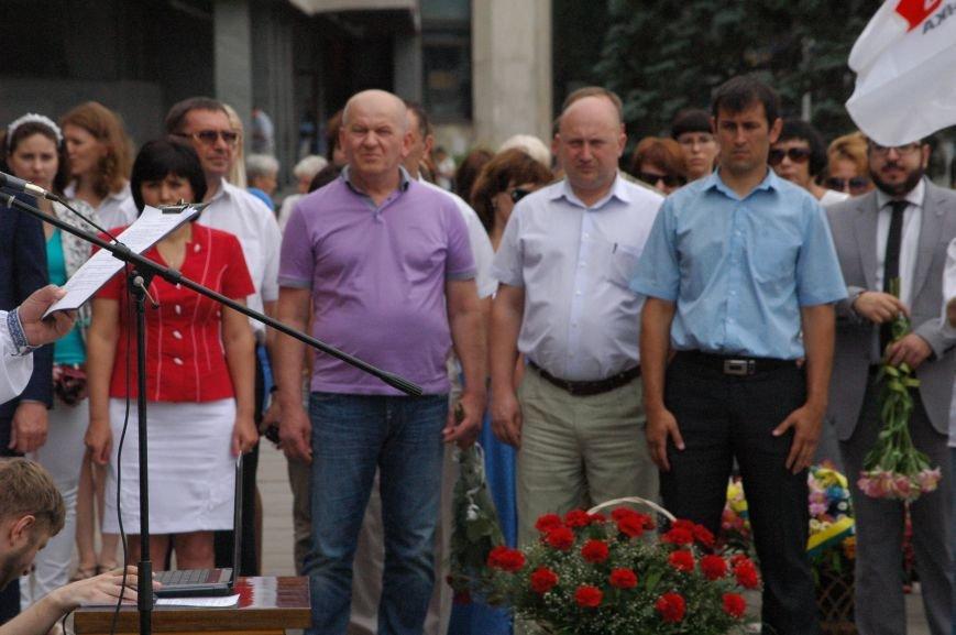 В Запорожье митинг ко Дню Конституции прошел под знаменами Украины и президентской партии (ФОТО), фото-2
