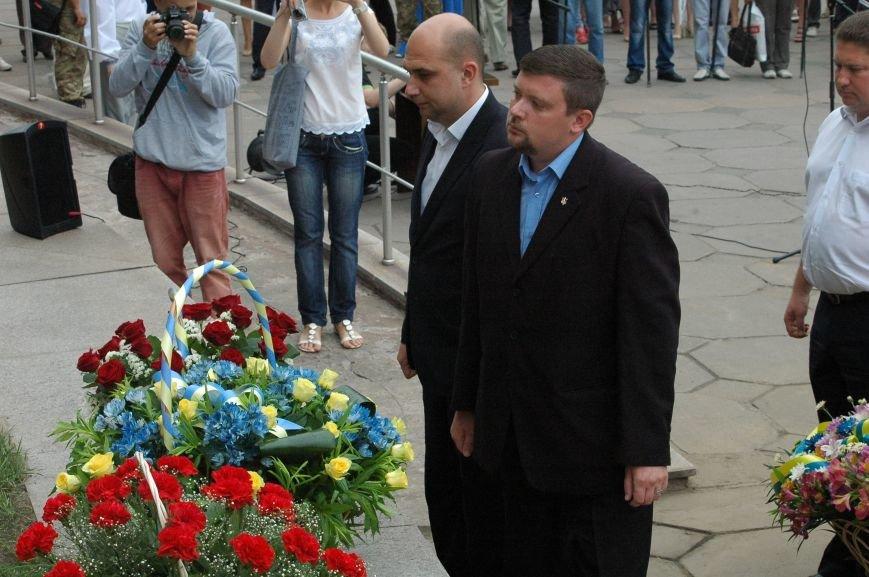 В Запорожье митинг ко Дню Конституции прошел под знаменами Украины и президентской партии (ФОТО), фото-5