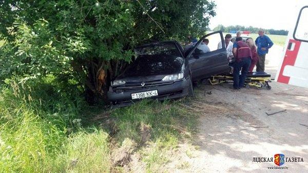 В Лидском районе гродненца госпитализировали в состоянии алкогольной комы после того, как он въехал в дерево (фото) - фото 2