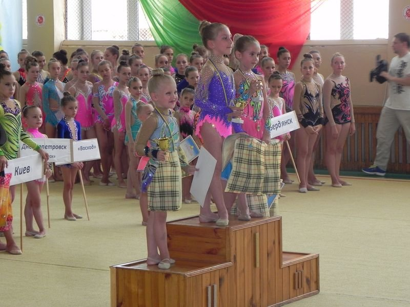 Юные криворожанки приняли участие во Всеукраинском турнире по художественной гимнастике «Азовские чайки» (ФОТО, ВИДЕО) (фото) - фото 1