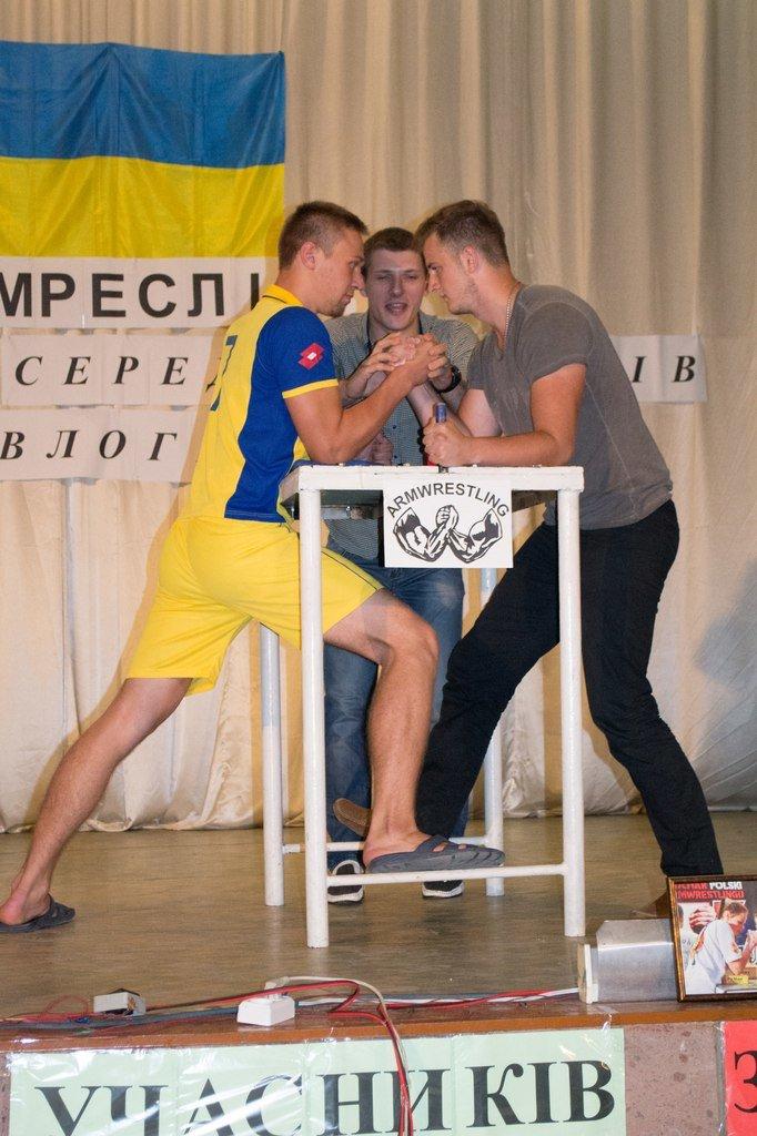 Команда Павлоградского медучилища стала лучшей на студенческом Чемпионате Павлограда по армрестлингу, фото-3