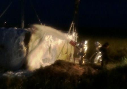 На днепропетровской трассе перевернулась цистерна с растворителем (фото) - фото 3