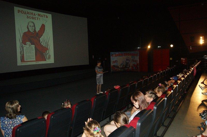 В Лабинском кинотеатре «Восход» рассказали детям о Дне памяти и скорби (фото) - фото 1