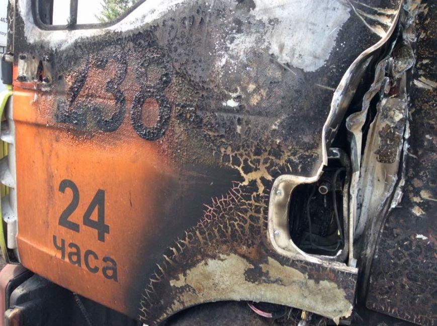 Неизвестные сожгли эвакуатор с МАФами (Добавлено ФОТО) (фото) - фото 1