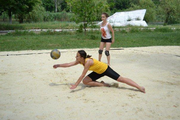 В Красноармейске прошел захватывающий турнир по пляжному волейболу (фото) - фото 1
