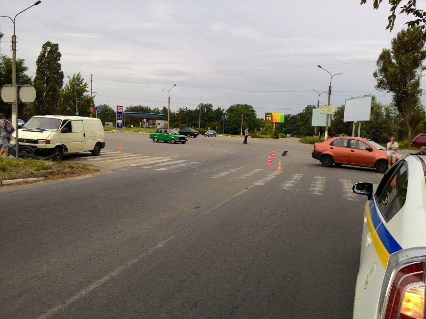 В Днепродзержинске микроавтобус столкнулся с легковым авто, фото-1