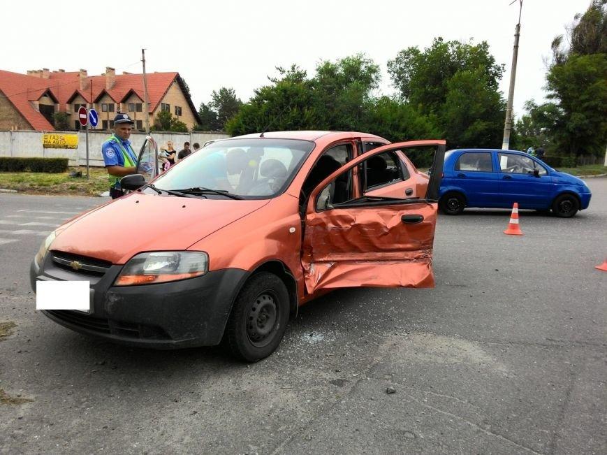 В Днепродзержинске микроавтобус столкнулся с легковым авто (фото) - фото 2