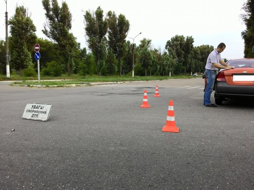 В Днепродзержинске микроавтобус столкнулся с легковым авто (фото) - фото 5
