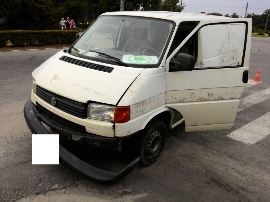 В Днепродзержинске микроавтобус столкнулся с легковым авто, фото-4