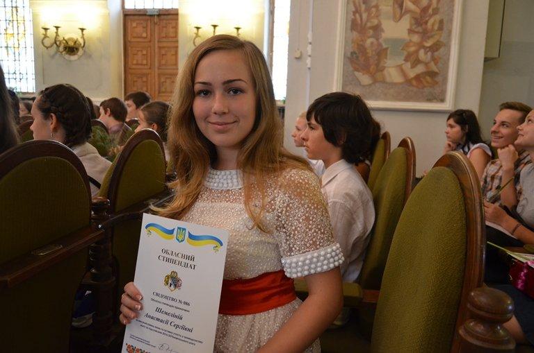 На Днепропетровщине 120 сирот получили областные стипендии (ФОТО), фото-6