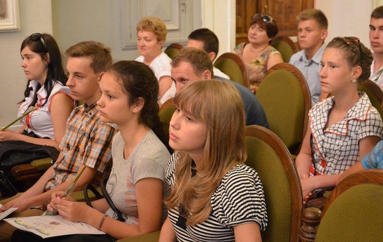 На Днепропетровщине 120 сирот получили областные стипендии (ФОТО), фото-8