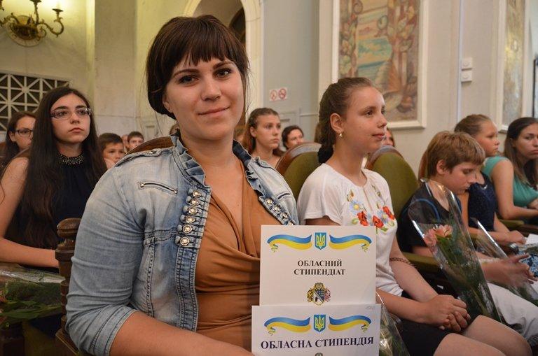 На Днепропетровщине 120 сирот получили областные стипендии (ФОТО), фото-7