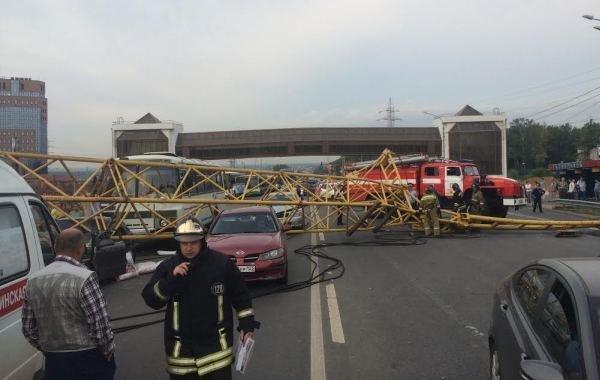 Фоторепортаж с места падения башенного крана на Калужском шоссе (фото) - фото 1