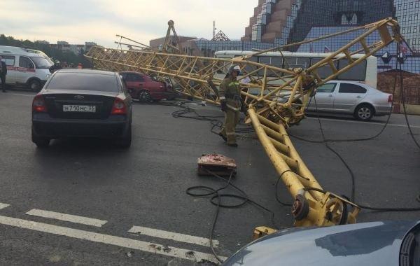 Фоторепортаж с места падения башенного крана на Калужском шоссе, фото-5