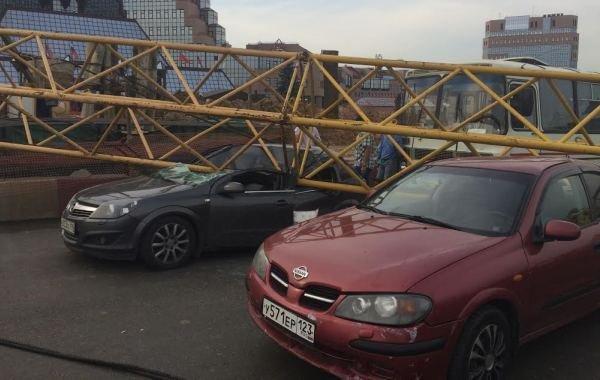 Фоторепортаж с места падения башенного крана на Калужском шоссе, фото-7