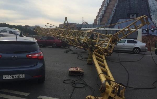 Фоторепортаж с места падения башенного крана на Калужском шоссе, фото-6