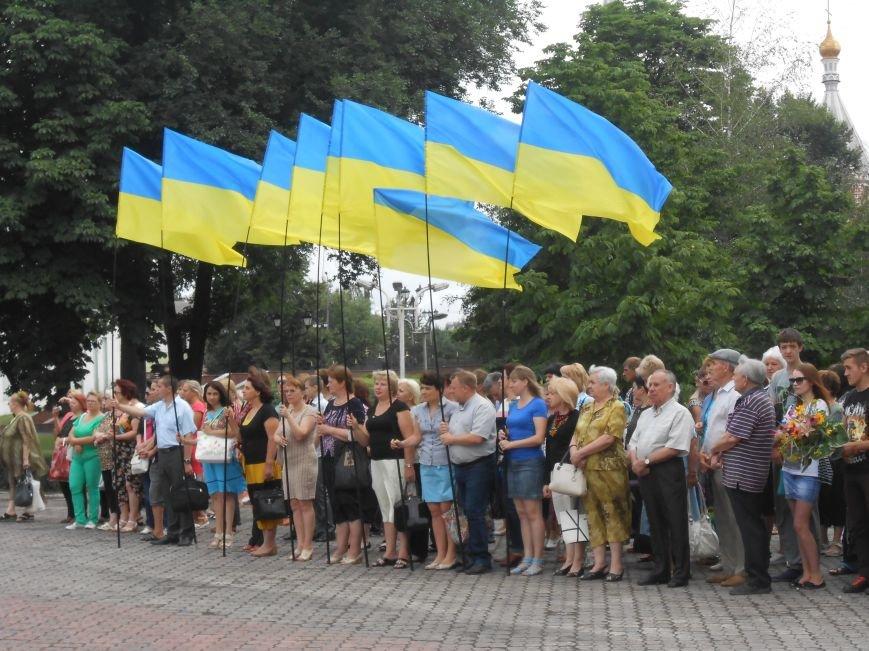 Ко Дню Конституции в Днепродзержинске состоялся торжественный митинг (фото) - фото 2