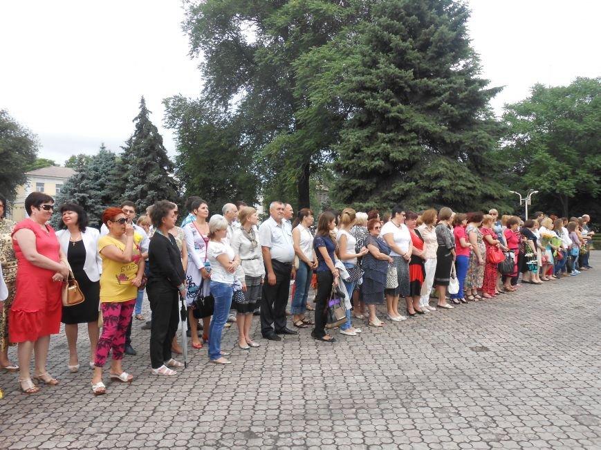 Ко Дню Конституции в Днепродзержинске состоялся торжественный митинг (фото) - фото 1