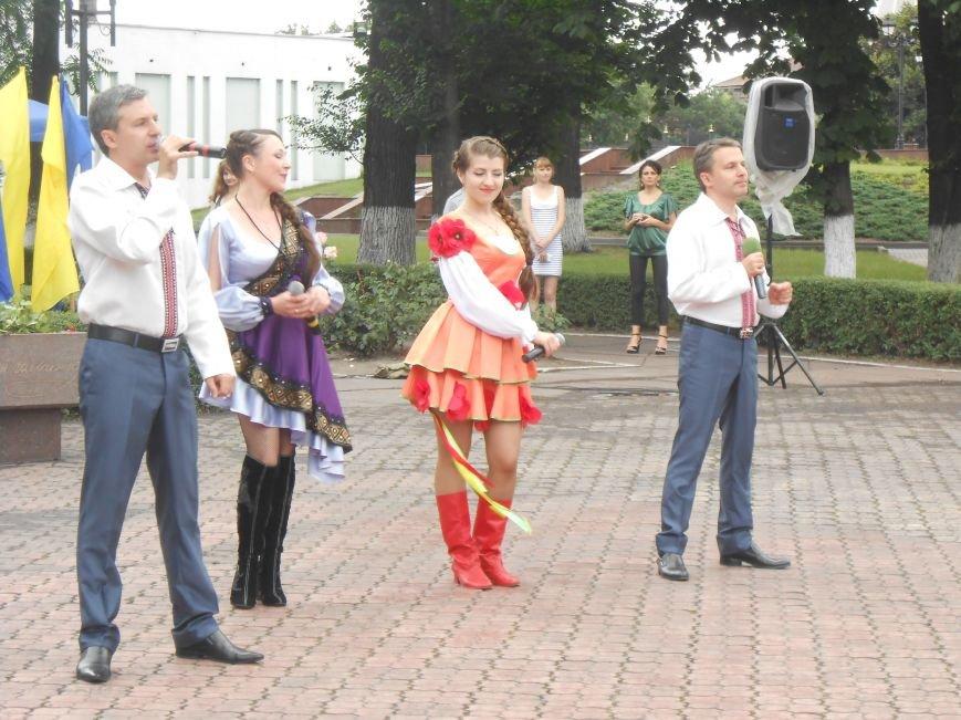 Ко Дню Конституции в Днепродзержинске состоялся торжественный митинг (фото) - фото 17