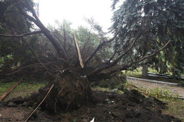 Ураган в Луганске принес масштабные разрушения (ФОТО) (фото) - фото 1