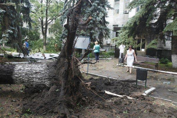 Ураган в Луганске принес масштабные разрушения (ФОТО) (фото) - фото 4