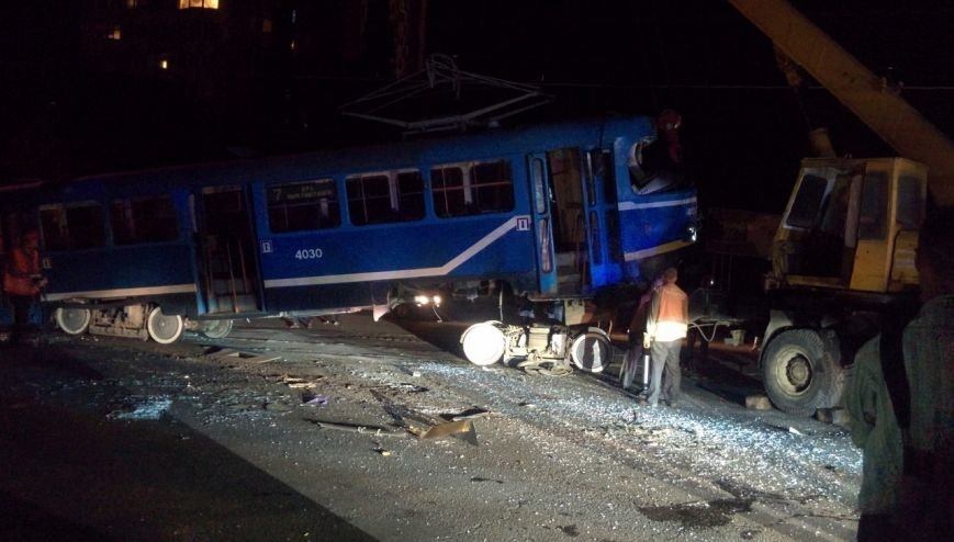 В Одессе фура разнесла трамвай, набитый пассажирами (ФОТО) (фото) - фото 1