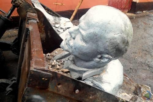 На Полтавщине на одного Ленина стало меньше (ФОТО) (фото) - фото 1