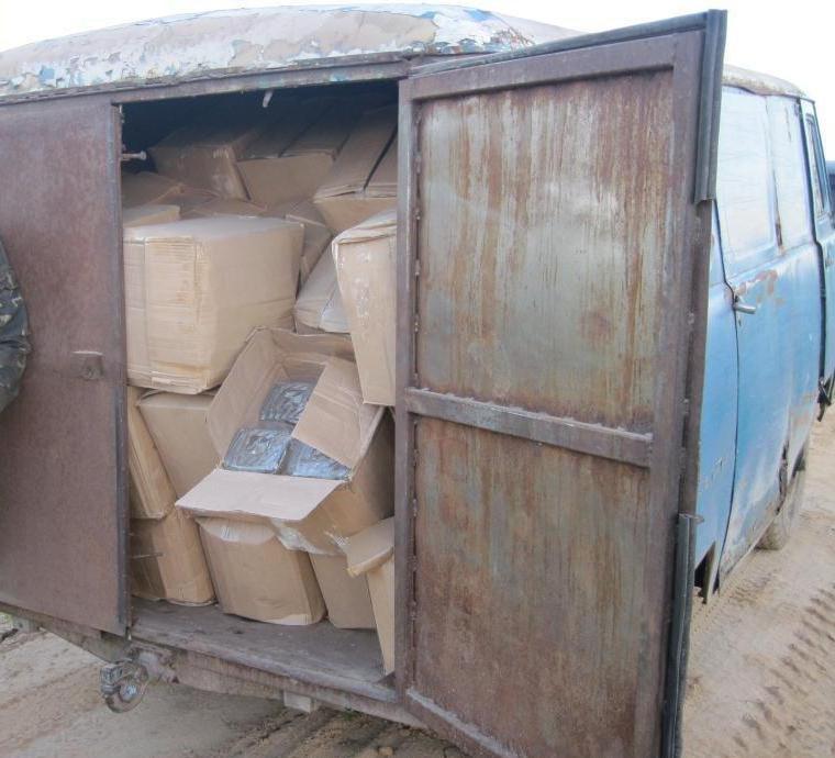 Сумські прикордонники затримали два автомобілі, завантажені 5 тонами контрабандного  спирту, фото-3