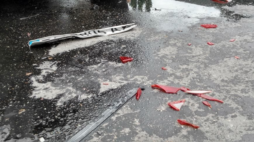 В Сумах возле Центрального рынка врезались три машины (ФОТО) (фото) - фото 1