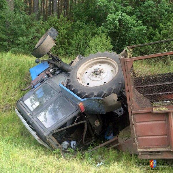 На трассе М6 «Гродно-Минск» перевернулся трактор (фото) - фото 2