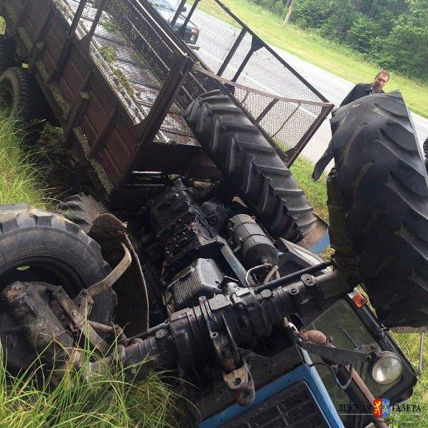 На трассе М6 «Гродно-Минск» перевернулся трактор (фото) - фото 1