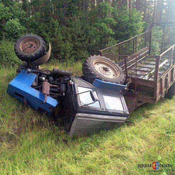 На трассе М6 «Гродно-Минск» перевернулся трактор (фото) - фото 3