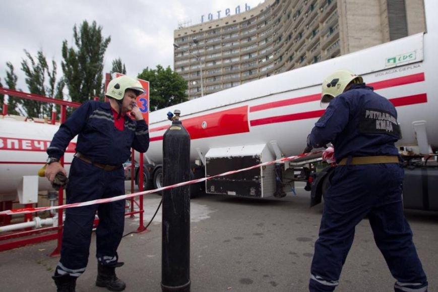 Кличко предложил владельцам добровольно демонтировать 200 незаконных заправок (ФОТО) (фото) - фото 1