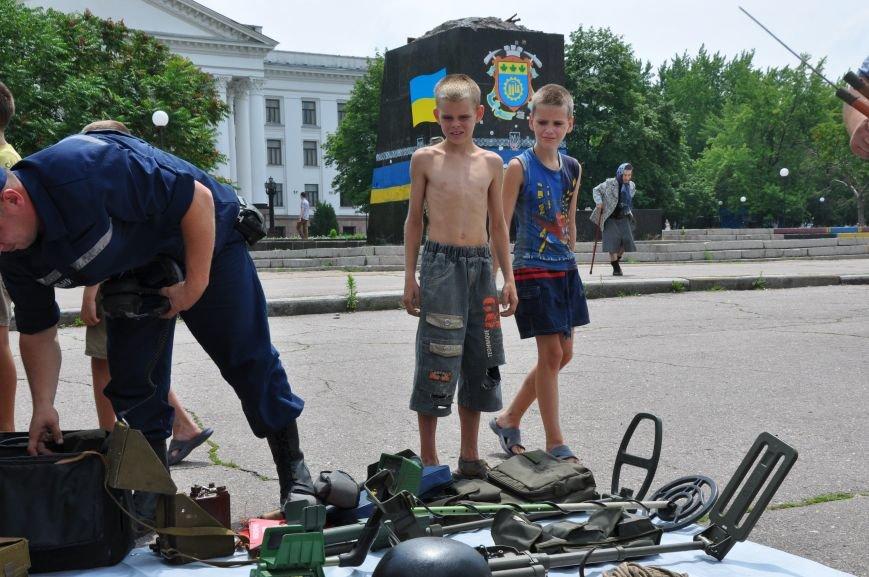 На центральной площади Краматорска состоялось мероприятие посвященное Дню Конституции (ФОТО и ВИДЕО), фото-1
