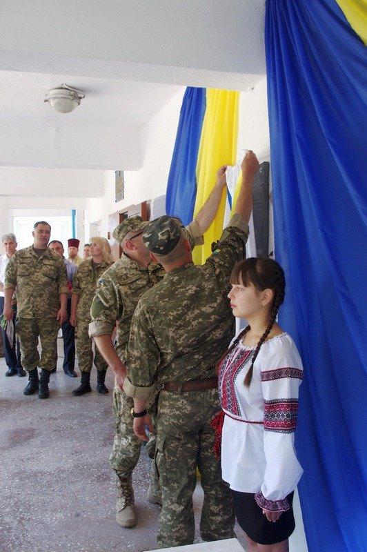 Под Одессой открыли мемориальную доску защитнику Родины (ФОТО) (фото) - фото 1