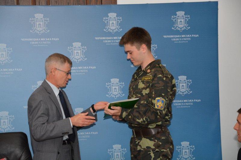 У Чернівцях нагородили  кращих молодіжних активістів (ФОТО) (фото) - фото 2