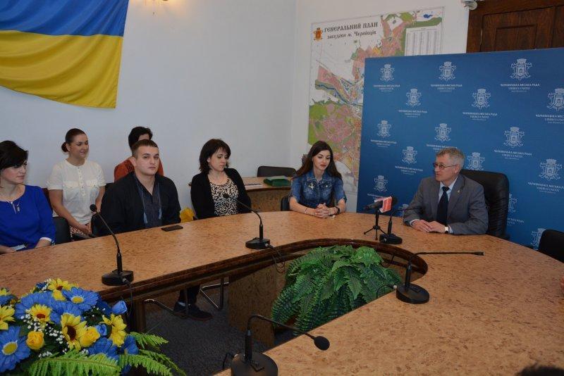 У Чернівцях нагородили  кращих молодіжних активістів (ФОТО) (фото) - фото 3