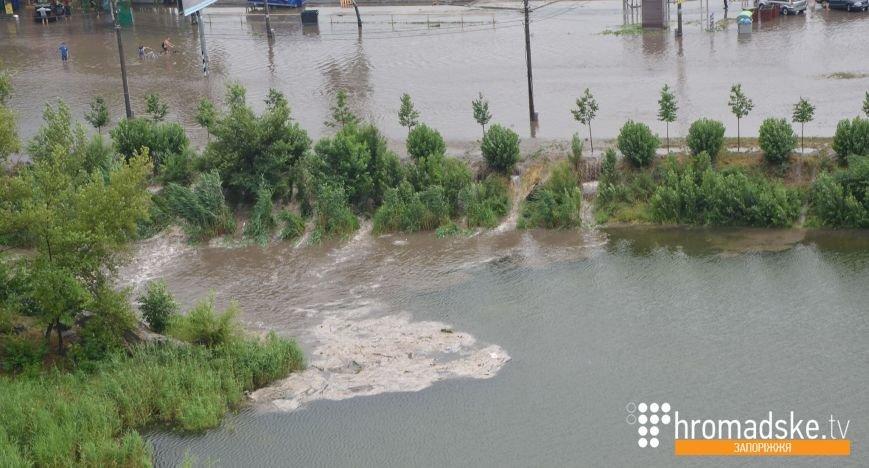 В центре Запорожья затопило Набережную магистраль (ФОТО) (фото) - фото 1