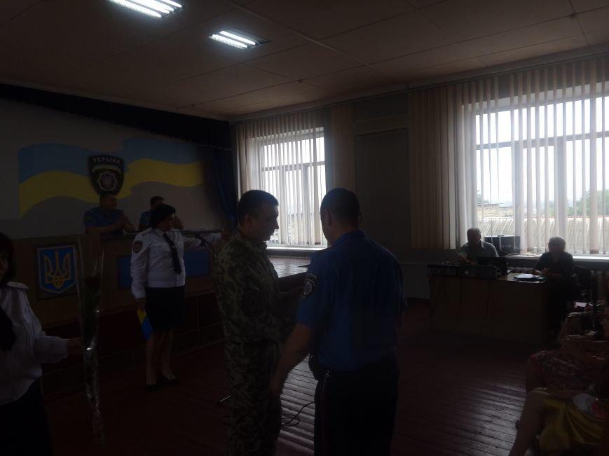 «Служу народу Украины»: Красноармейский городской отдел милиции поздравили украинскими песнями, стихотворениями и игрой на саксофоне (фото) - фото 2