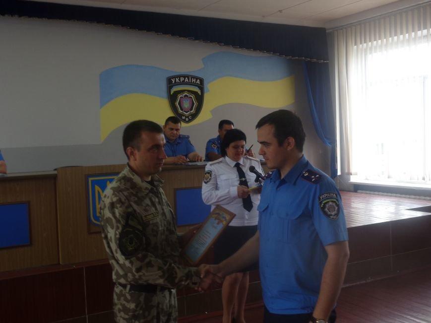«Служу народу Украины»: Красноармейский городской отдел милиции поздравили украинскими песнями, стихотворениями и игрой на саксофоне (фото) - фото 3