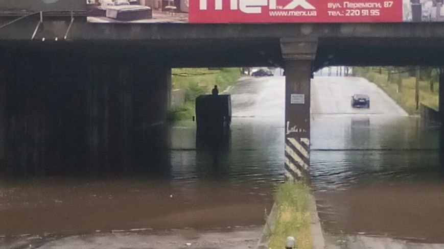 В Запорожье свирепствует непогода: город постепенно уходит под воду (ФОТО), - Дополняется (фото) - фото 2